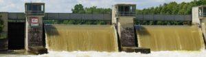 Stauwehr bei Hochwasser